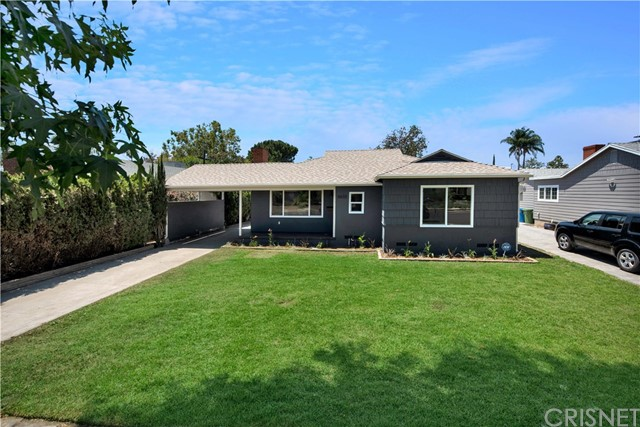 6633 Costello Avenue, Valley Glen CA: http://media.crmls.org/mediascn/cf02b7f9-8797-46b1-b546-6885b9abe783.jpg