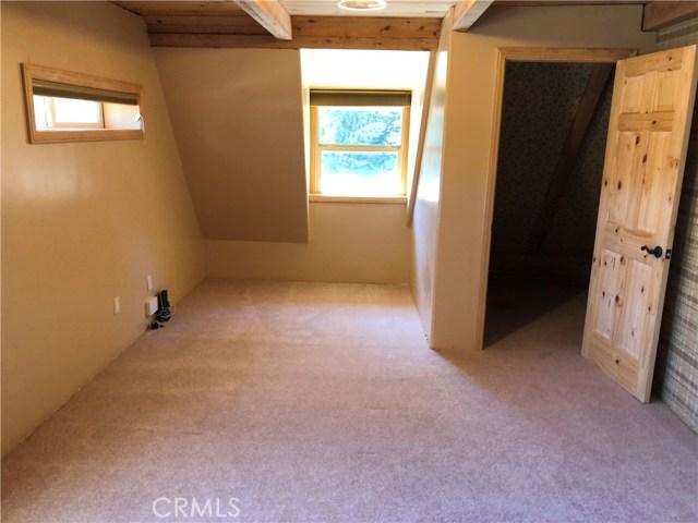 1128 Snowbird Drive, Frazier Park CA: http://media.crmls.org/mediascn/cf3baa54-5482-4330-889a-5ab109fad011.jpg