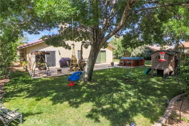 42318 61st W Street, Lancaster CA: http://media.crmls.org/mediascn/cf5ef338-025e-448b-8c9d-ec2a00bed920.jpg