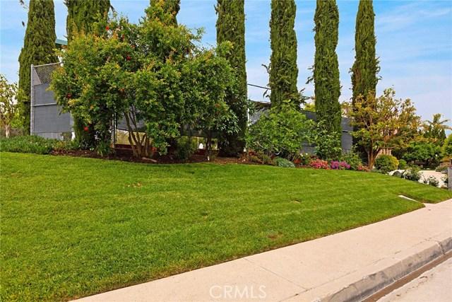 6023 Woodland View Drive, Woodland Hills CA: http://media.crmls.org/mediascn/cfa19149-78c2-4fd8-81a3-c8a6f5e1619e.jpg