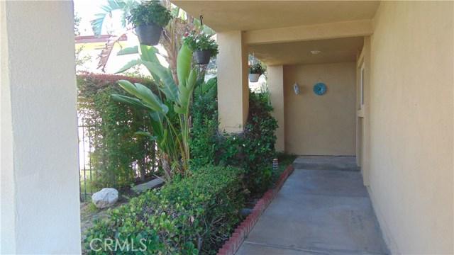 23704 Sandalwood Street, West Hills CA: http://media.crmls.org/mediascn/cfaccfeb-4ed1-4fc6-aced-037f33a71c9c.jpg
