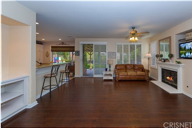 21648 Canyon Heights Circle, Saugus CA: http://media.crmls.org/mediascn/d08c5565-f74c-4fda-9390-96a5c21c4881.jpg