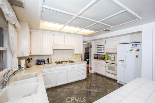 4486 Winnetka Avenue, Woodland Hills CA: http://media.crmls.org/mediascn/d101a09e-74f2-40cc-97ec-908d93a2585e.jpg