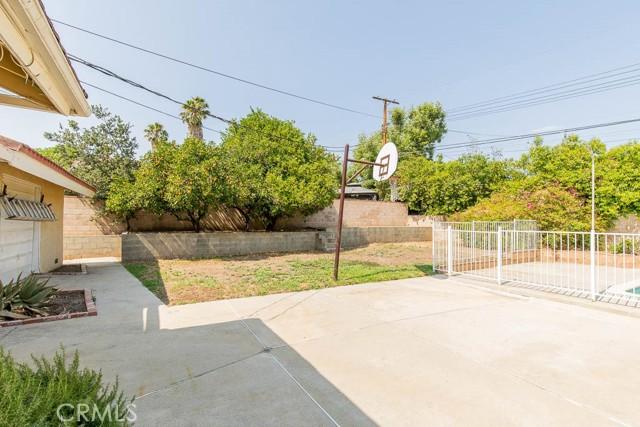 10920 Garden Grove Avenue, Northridge CA: http://media.crmls.org/mediascn/d1316156-7935-4752-84c5-26eae1d2aeed.jpg