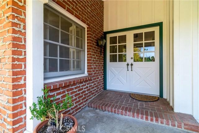 5201 Collier Place, Woodland Hills CA: http://media.crmls.org/mediascn/d1408c74-7daa-47ca-98ef-3f95d9980a1d.jpg