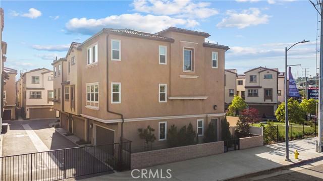 15425 W Encanto Way, Mission Hills (San Fernando) CA: http://media.crmls.org/mediascn/d144a8bb-6820-433a-b387-8f026c5ae498.jpg