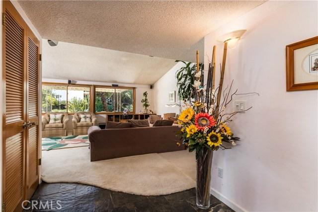 5814 Mcdonie Avenue, Woodland Hills CA: http://media.crmls.org/mediascn/d145e6a2-b43f-4e15-a687-ee0d119193cd.jpg