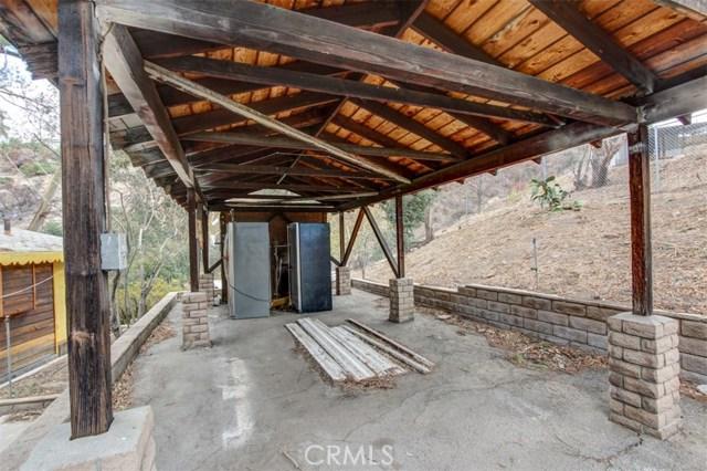 9836 Sunland Boulevard, Shadow Hills CA: http://media.crmls.org/mediascn/d15a02dc-9ee2-4c31-9c0d-ce020a67e492.jpg