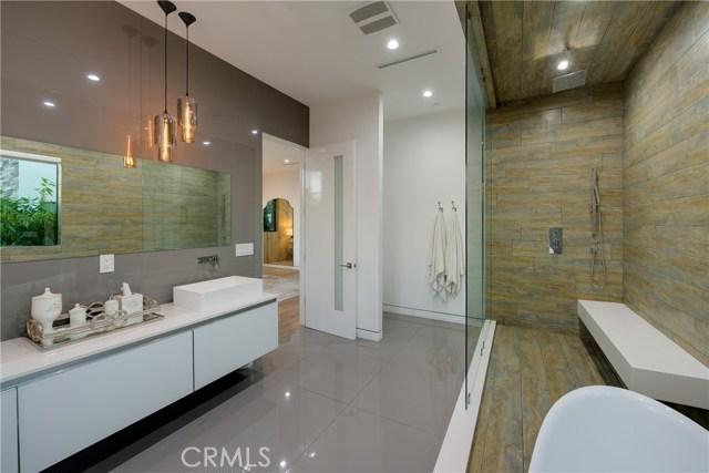 823 N Mansfield Avenue, Hollywood CA: http://media.crmls.org/mediascn/d1762c23-7ed3-458a-a3eb-a670effcb554.jpg