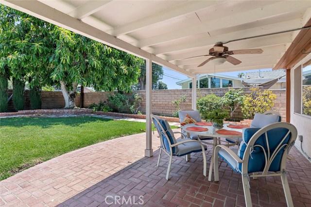10624 Gaviota Avenue, Granada Hills CA: http://media.crmls.org/mediascn/d183e990-0f93-41cf-83f8-3755578a3c03.jpg