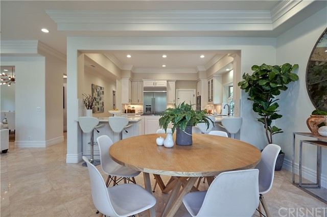 22137 Avenue San Luis, Woodland Hills CA: http://media.crmls.org/mediascn/d1f27b8a-36ff-4471-a12b-cddc50fce145.jpg