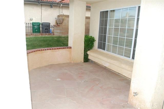 38627 S Desert Flower S Drive, Palmdale CA: http://media.crmls.org/mediascn/d223bd11-9056-433c-bd25-e0f7f18341bf.jpg