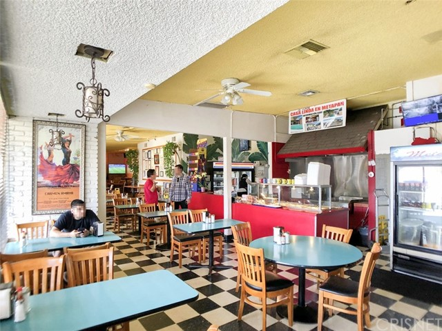 14051 Sherman Way, Van Nuys CA: http://media.crmls.org/mediascn/d22f00ef-64db-4225-ae2a-b368fd3dd910.jpg