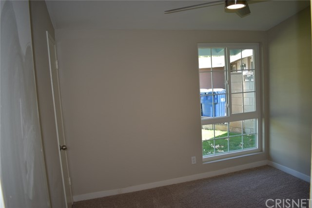 19006 Calla Way, Canyon Country CA: http://media.crmls.org/mediascn/d27d8b31-aad6-407f-8a11-c1704e25593c.jpg