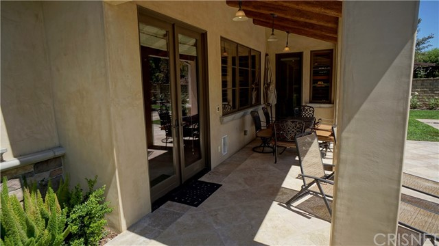 25854 Shady Oak Lane, Valencia CA: http://media.crmls.org/mediascn/d27eb372-d7da-4ca1-b459-311f7daf035b.jpg