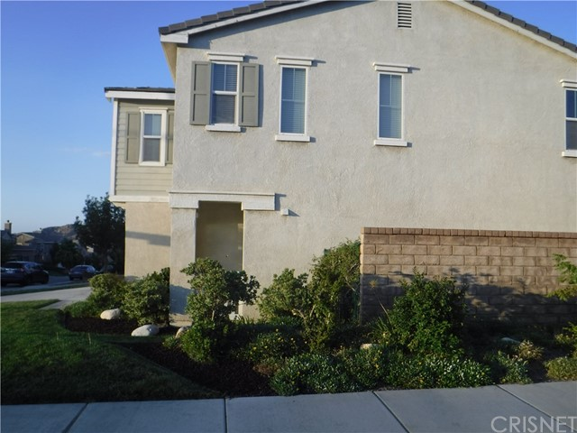 37624 Mangrove Drive, Palmdale CA: http://media.crmls.org/mediascn/d27f1229-ce0f-4825-b842-d00643e7f76a.jpg