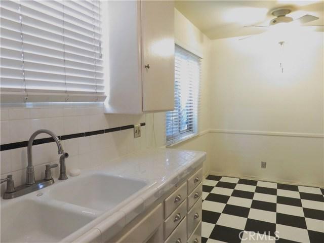 4441 Hazeltine Avenue, Sherman Oaks CA: http://media.crmls.org/mediascn/d28c8538-b795-4b58-a029-edd332684c07.jpg