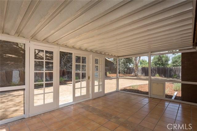 869 Yorkshire Avenue, Thousand Oaks CA: http://media.crmls.org/mediascn/d2b9259c-457d-497a-9c6e-fc4ce381ce0c.jpg