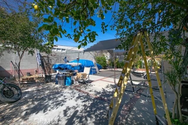 12875 Van Nuys Boulevard, Pacoima CA: http://media.crmls.org/mediascn/d2bd8dda-5297-4f5d-8e46-499db87ce65a.jpg