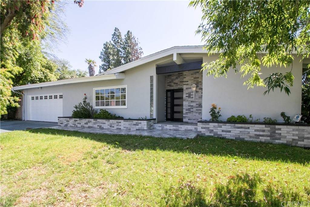Photo of 10600 OVERMAN AVENUE, Chatsworth, CA 91311