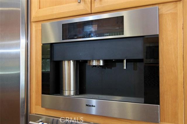 4419 Da Vinci Avenue, Woodland Hills CA: http://media.crmls.org/mediascn/d3887677-c966-4a65-afd8-c7c9e75a3c90.jpg