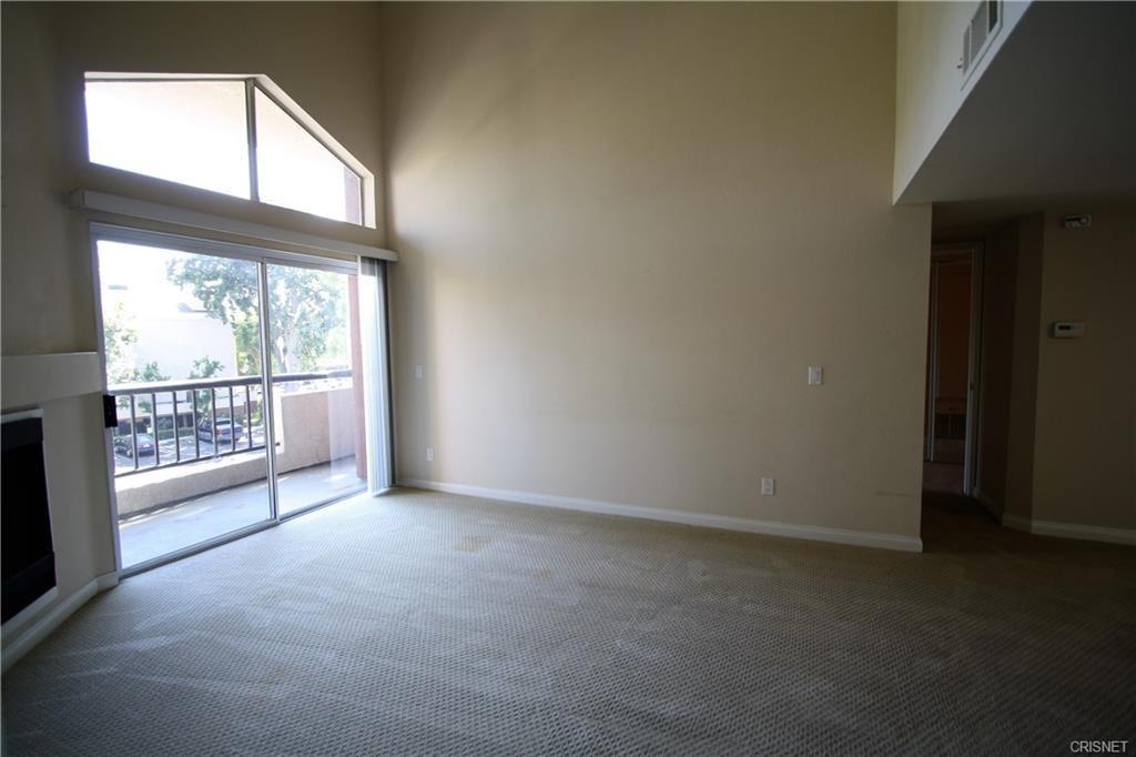5545 Canoga Avenue, Woodland Hills CA: http://media.crmls.org/mediascn/d392352a-5bff-4bfc-9134-bfd125e3bb25.jpg