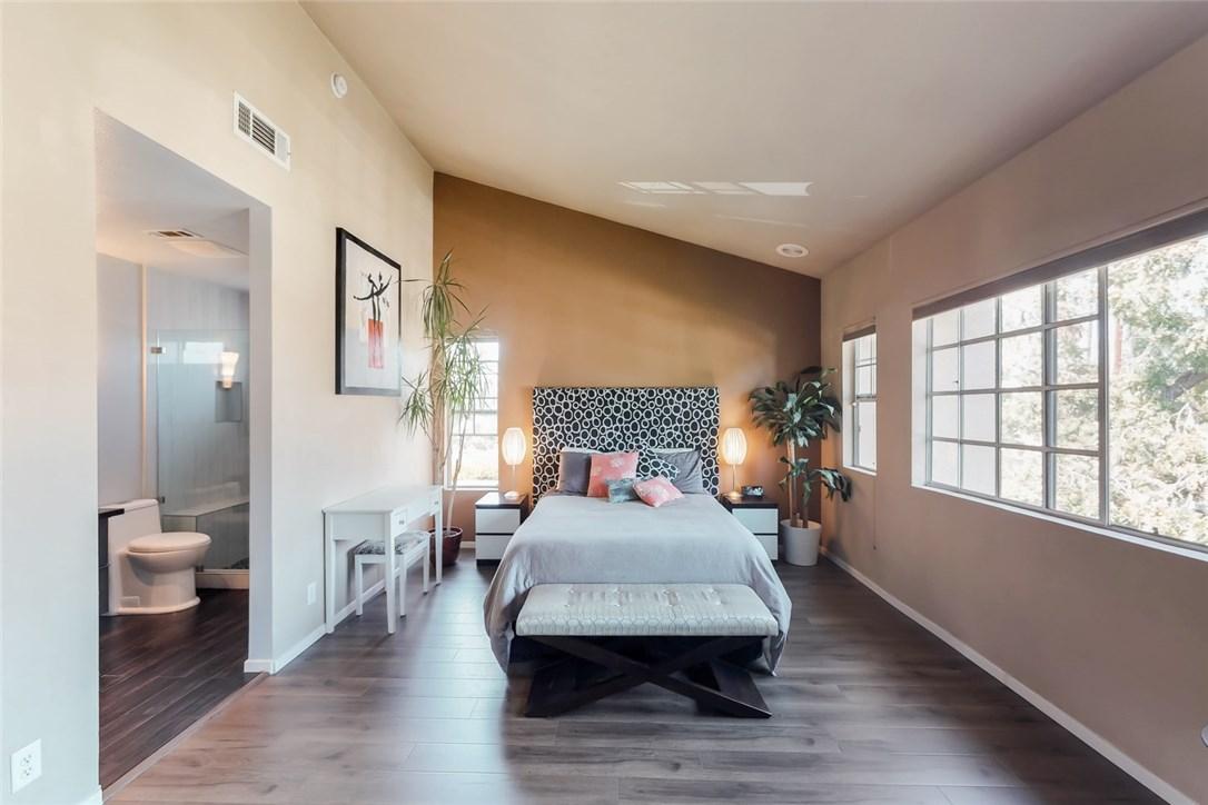 7109 Farralone Avenue, Canoga Park CA: http://media.crmls.org/mediascn/d39b7b7e-6538-4fb1-94c5-30ad6c4a6e08.jpg