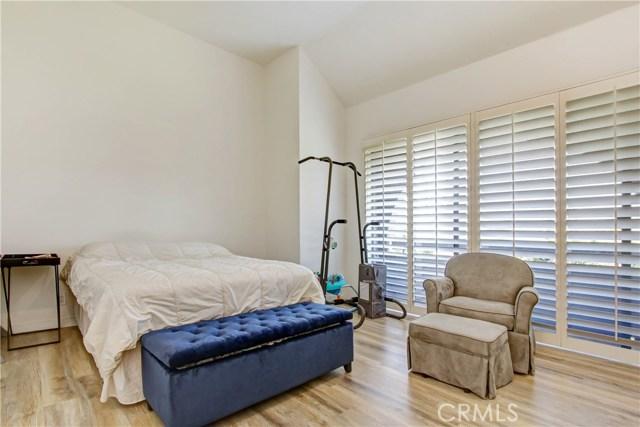 5325 White Oak Avenue, Encino CA: http://media.crmls.org/mediascn/d3af9b76-8cfa-43c0-9474-bde0a01da67e.jpg