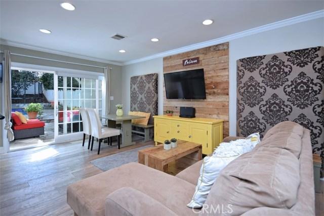 4838 Quedo Place, Woodland Hills CA: http://media.crmls.org/mediascn/d3e74d4d-81a2-4c1b-b77b-b45be1a687f6.jpg