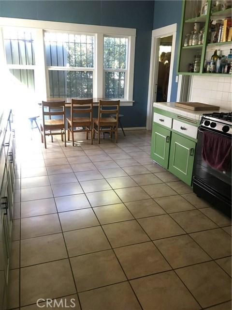 1253 N Orange Grove Avenue, West Hollywood CA: http://media.crmls.org/mediascn/d4797ba5-b2ce-40cc-83cb-6097107cf7c7.jpg