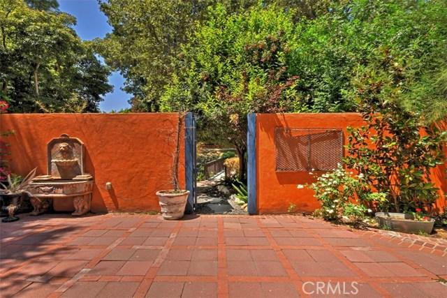 15531 Del Gado Drive, Sherman Oaks CA: http://media.crmls.org/mediascn/d4b1b323-94d8-4010-b3de-59523dd8c08f.jpg