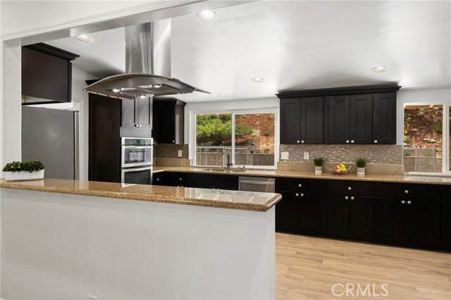 20324 Reaza Place, Woodland Hills CA: http://media.crmls.org/mediascn/d4b25cec-f49d-4bc1-9a7b-613c78199cc6.jpg