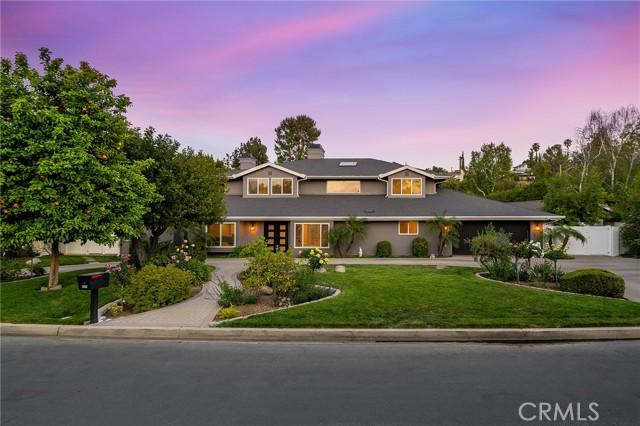 6140 Fenwood Avenue, Woodland Hills CA: http://media.crmls.org/mediascn/d4d73cc7-77be-43ec-adb4-e861e55efde3.jpg