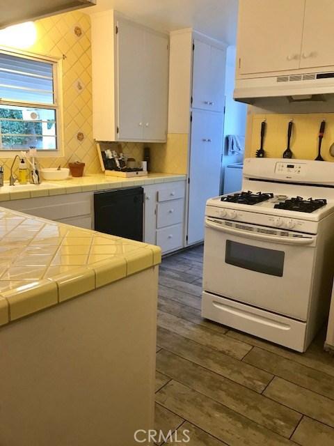 6857 Quakertown Avenue, Winnetka CA: http://media.crmls.org/mediascn/d4eac8e1-d0c9-4f1c-b5d9-2bf54a93fb86.jpg
