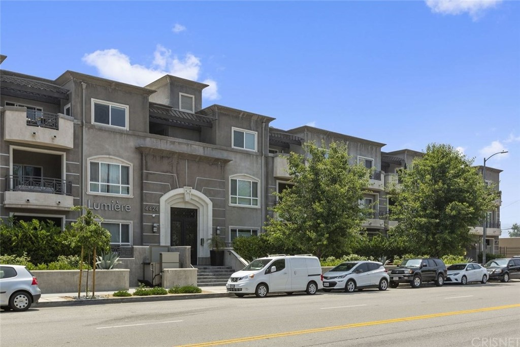 Photo of 4424 WHITSETT AVENUE #205, Studio City, CA 91604