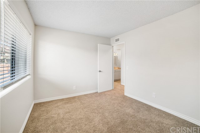 74 Maegan Place, Thousand Oaks CA: http://media.crmls.org/mediascn/d538d56b-849a-4558-b3e9-0538be23d50b.jpg