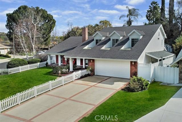 4838 Quedo Place, Woodland Hills CA: http://media.crmls.org/mediascn/d58240ac-9789-41d6-b1d4-b4d733710bb5.jpg