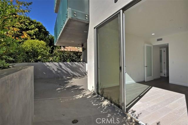 12045 Guerin Street, Studio City CA: http://media.crmls.org/mediascn/d5c9c94a-513f-44ee-be12-ffea63089731.jpg