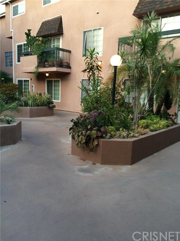 Townhouse for Sale at 147 Acacia Avenue W Glendale, California 91204 United States