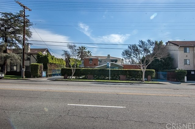 Single Family Home for Sale at 6948 Woodman Avenue Valley Glen, California 91405 United States
