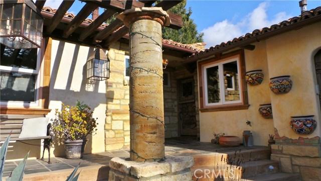 4984 Topanga Canyon Boulevard, Woodland Hills CA: http://media.crmls.org/mediascn/d63e854e-d988-45c2-8ada-d23980a4b001.jpg