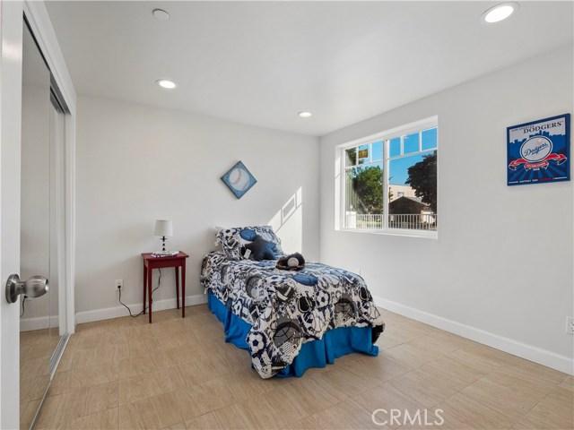 329 E Hazel Street, Inglewood CA: http://media.crmls.org/mediascn/d650900c-a884-4e2d-8c49-9df679801889.jpg