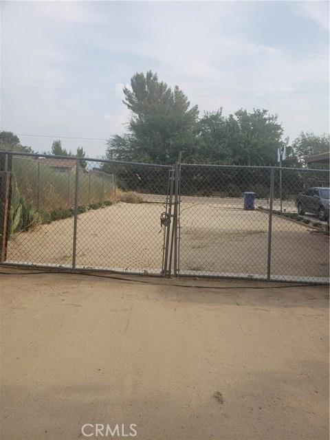 10105 E Avenue R6, Littlerock CA: http://media.crmls.org/mediascn/d6751d3d-fe11-4796-9b5e-25fa02f0e420.jpg