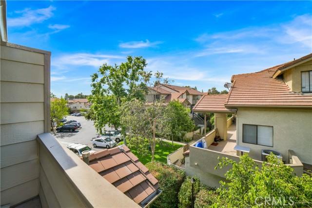 74 Maegan Place, Thousand Oaks CA: http://media.crmls.org/mediascn/d67ee467-03fd-4e27-8d75-e5398e2de506.jpg