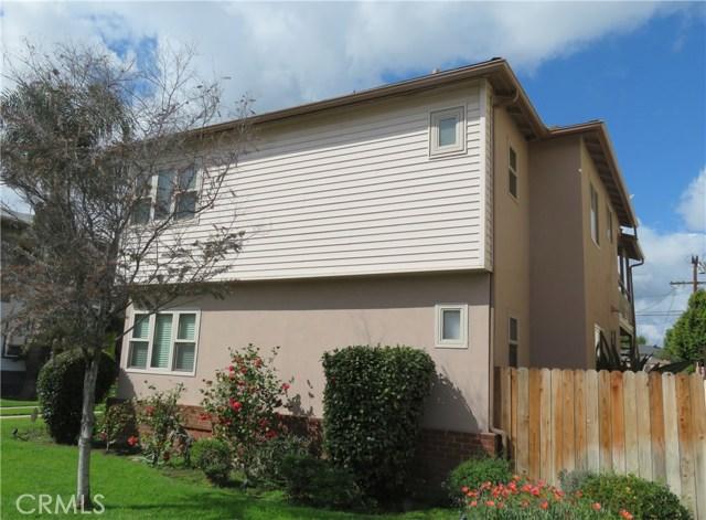 4441 Hazeltine Avenue, Sherman Oaks CA: http://media.crmls.org/mediascn/d694962f-d5ca-4ab3-9492-1b5dcdb0fa1e.jpg