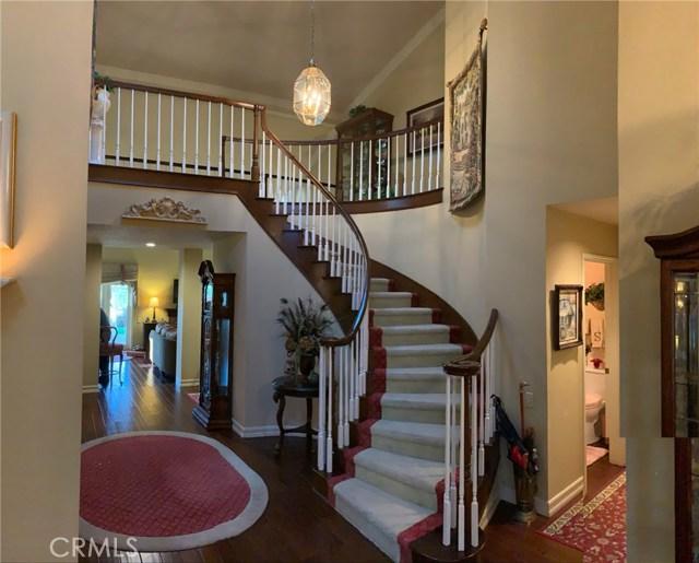 11919 Silver Crest Street, Moorpark CA: http://media.crmls.org/mediascn/d6e0e927-e5bc-47c8-b724-0cc992a6cf6b.jpg