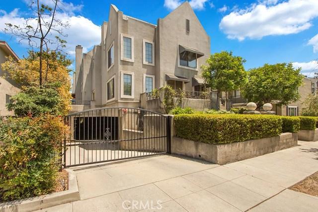 240 S Mentor Avenue, Pasadena CA: http://media.crmls.org/mediascn/d6e773b8-23b8-461f-97a5-58acd90c68d9.jpg