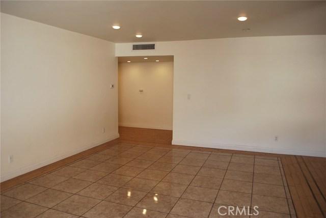 5429 Newcastle Avenue, Encino CA: http://media.crmls.org/mediascn/d7858f38-988c-4923-8258-1e30b7d8c252.jpg