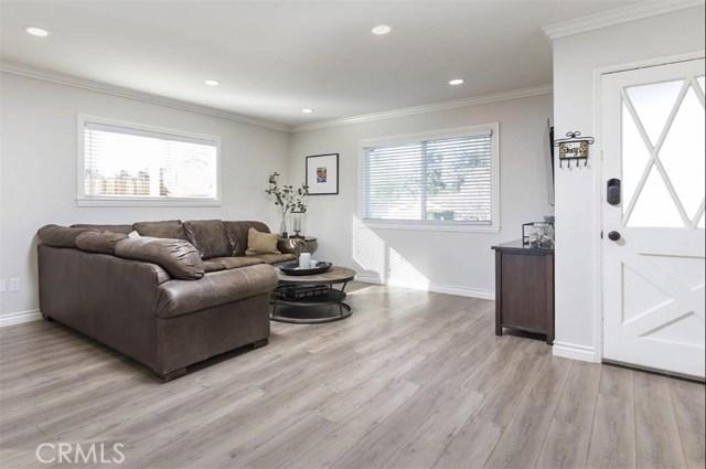 11700 Gerald Avenue, Granada Hills CA: http://media.crmls.org/mediascn/d7c75ca5-37c3-4add-93ec-db16c99335a2.jpg