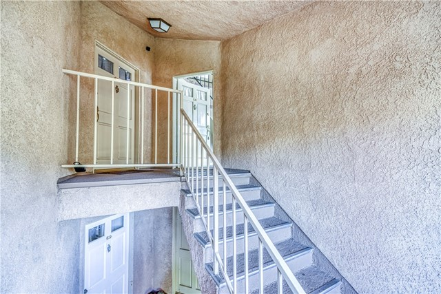 19832 Sandpiper Place, Newhall CA: http://media.crmls.org/mediascn/d80b0f77-d4d6-401c-a829-02985afbe5ff.jpg